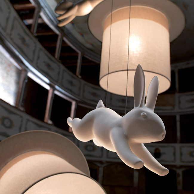 Светильник WOW и фигурка белого кролика бренда Karman