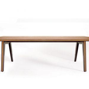Обеденный стол Skin от итальянского бренда Colico